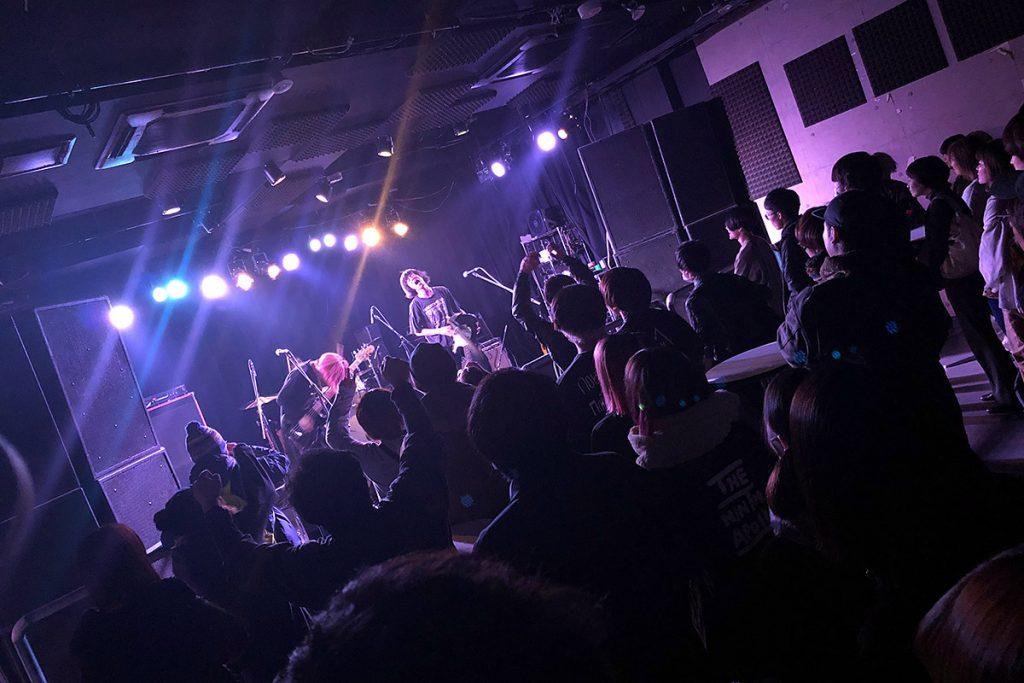 インタビューをした日もGROWLYでは最高のライブが行われていました。この日企画を開催していた「知らないひと」もGROWLYで出会った、注目しているバンドです